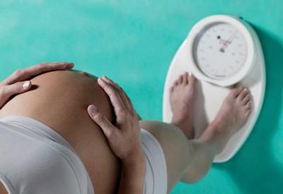 Норма прибавки веса при беременности понеделям. Набор веса при беременности понеделям таблица.